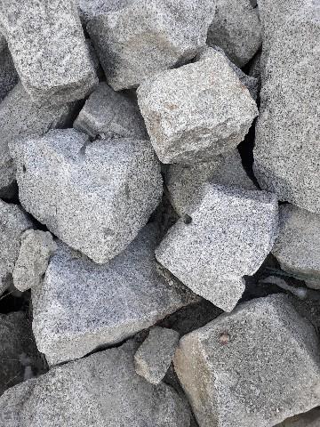 Mauersteine gespalten